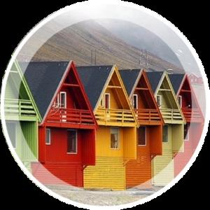 Покраска стен фасада деревянного дома